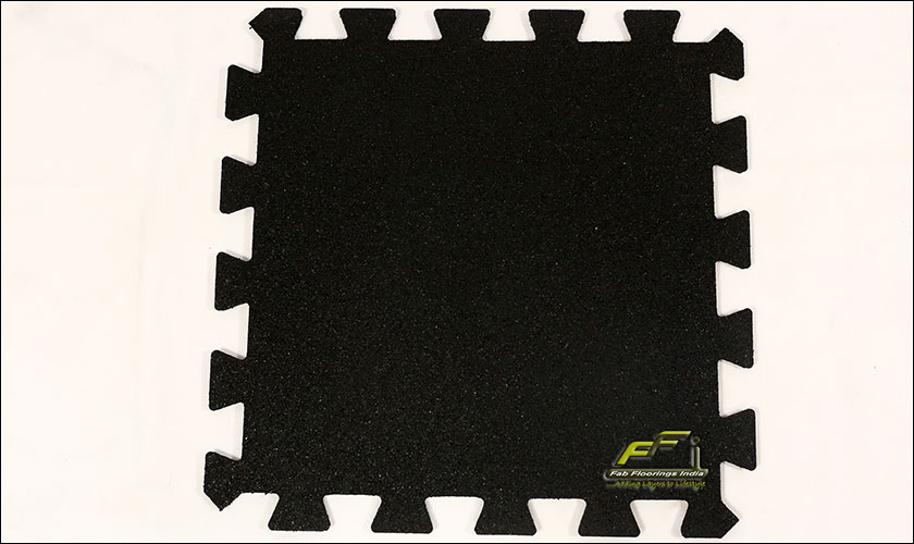 black interlocking rubber tile